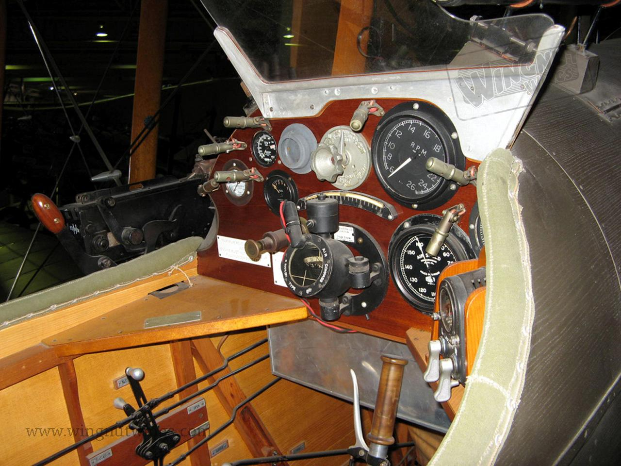 DH.9a%20F1010%20-%20RAF%20museum%20Hendon%20UK.%20Cockpit%20detail%20%281%29.jpg